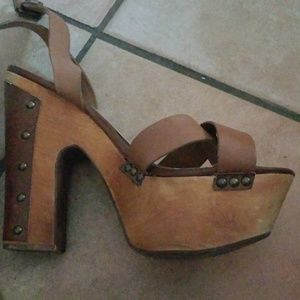 Bakers sz 9 Platform Wood Sandals
